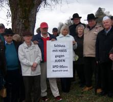 Die Besuchergruppe auf dem jüdischen Friedhof Aufseß